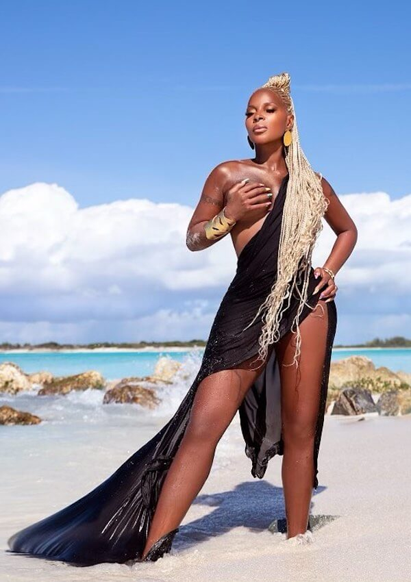 50, Fine & Flaunting It: Mary J Blige Snaps In Stunning Birthday Bikini
